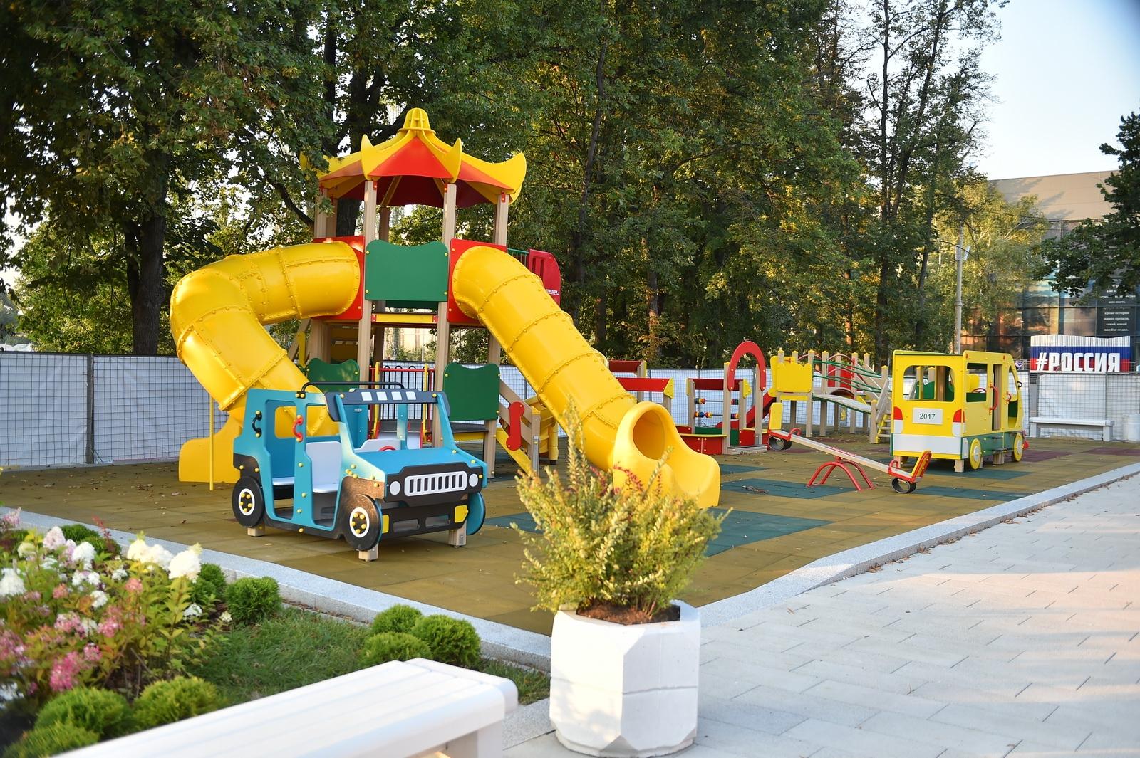 образец детской спортивной площадки в шоу-руме