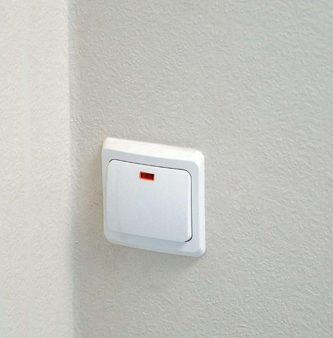 В квартирах будет проведена электрическая разводка с безопасными выключателями и розетками