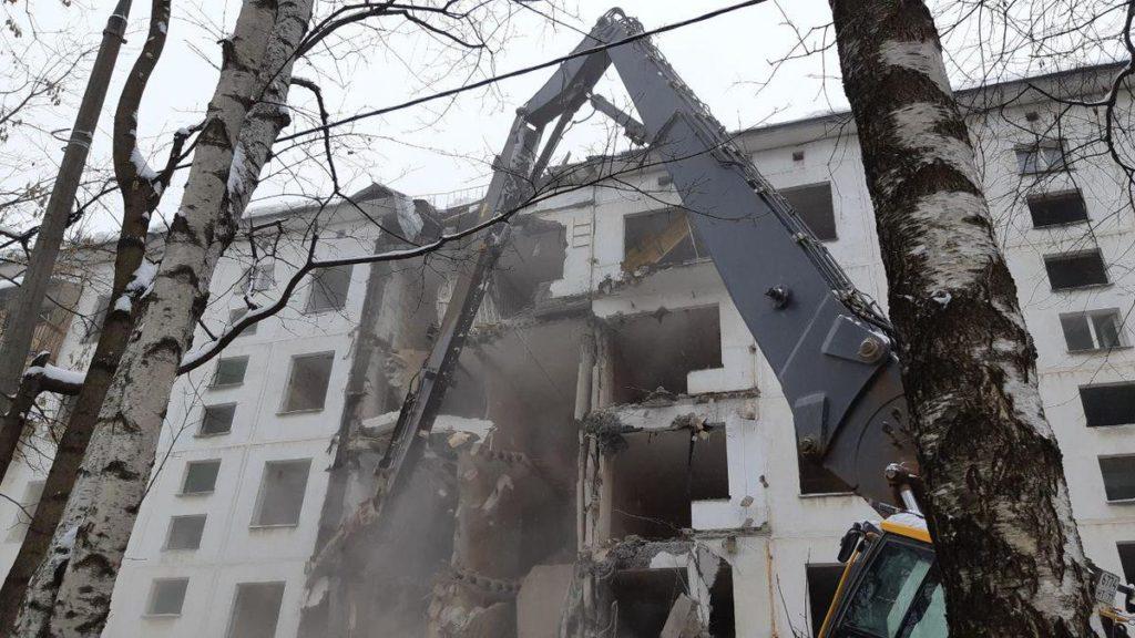 Начался снос пятиэтажки ул Красных Зорь д.23 Можайский р.н. (ЗАО)