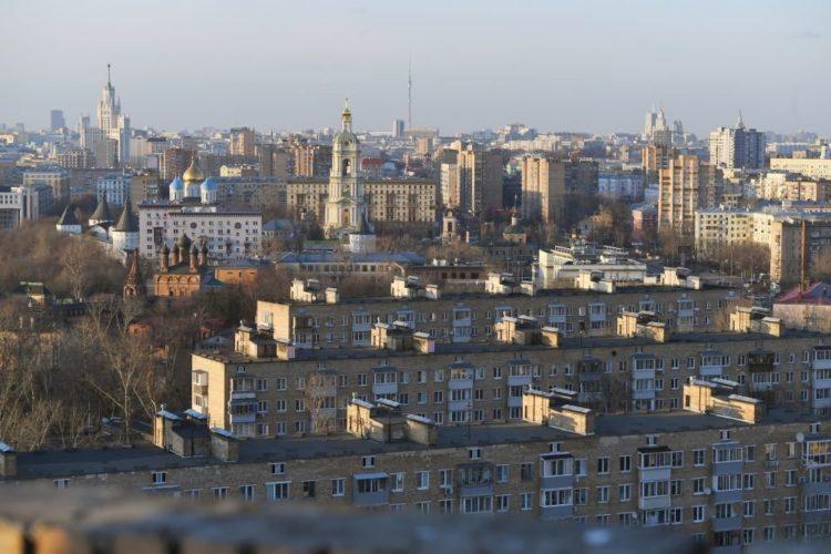 В Москве прошли первые публичные слушания по реновации в онлайне