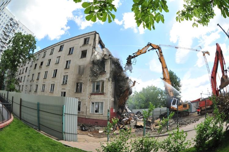 Начался «умный снос» пятиэтажки в районе Фили-Давыдково