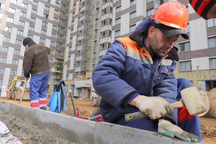 Мобилизовано еще около 3 тысяч рабочих на стройки по реновации