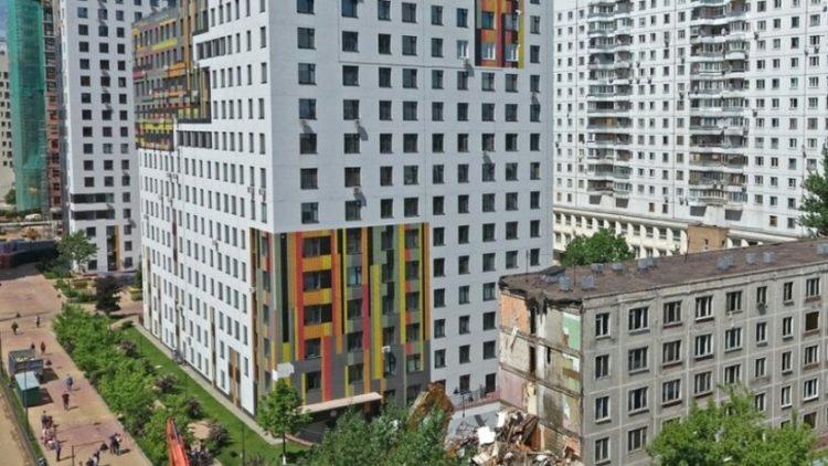 Более 40 домов отселили в Москве по программе реновации