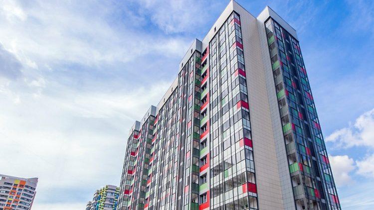 Названы подрядчики, которые будут строить дома по реновации в Москве