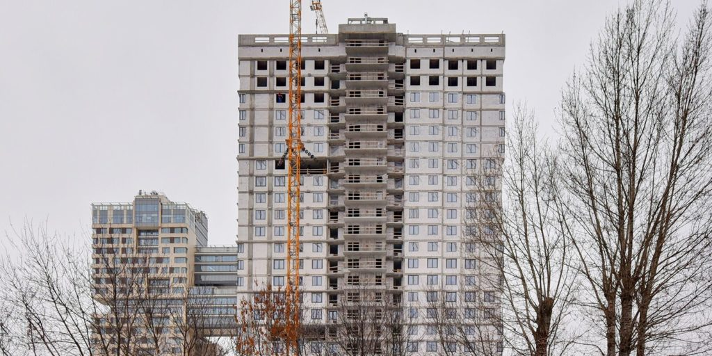 В Ломоносовском районе по адресу: ул Архитектора Власова, вл 2 завершается строительство дома по программе реновации