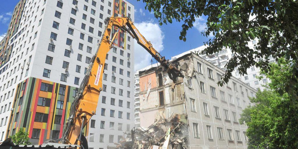 Программа реновации 50 старых домов демонтировали по технологии умного сноса