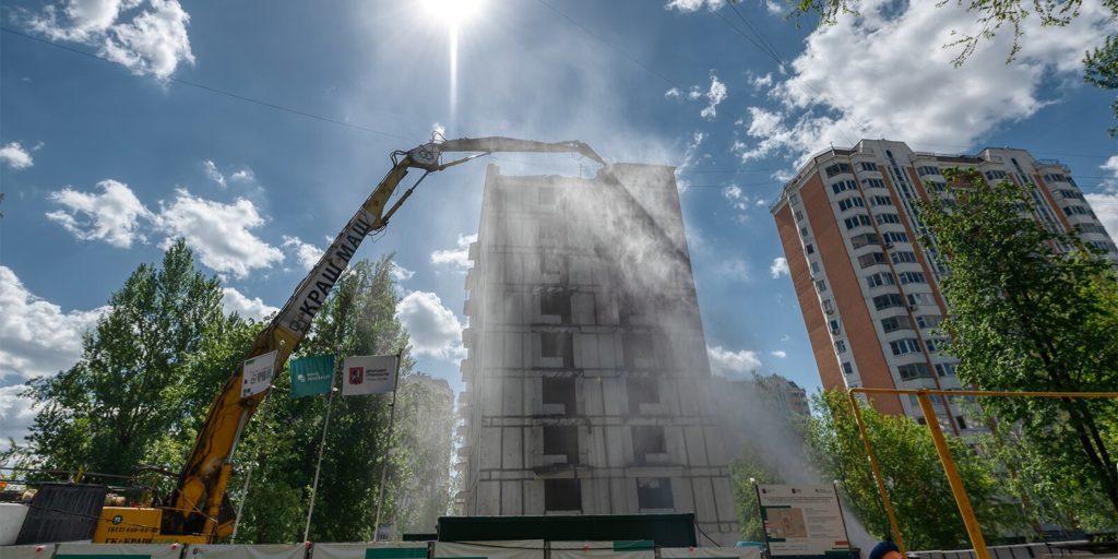 Дом в Южном Медведкове по адресу: проезд Дежнева, дом 22, корпус 3 начали демонтировать по программе реновации