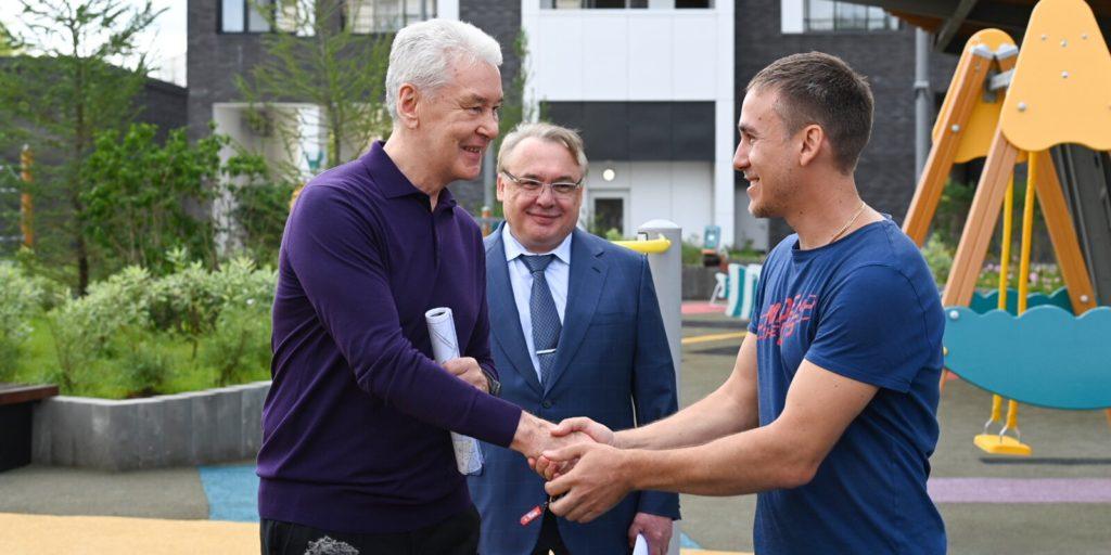 Сергей Собянин осмотрел первую новостройку, которая заселяется в Солнцеве по программе реновации