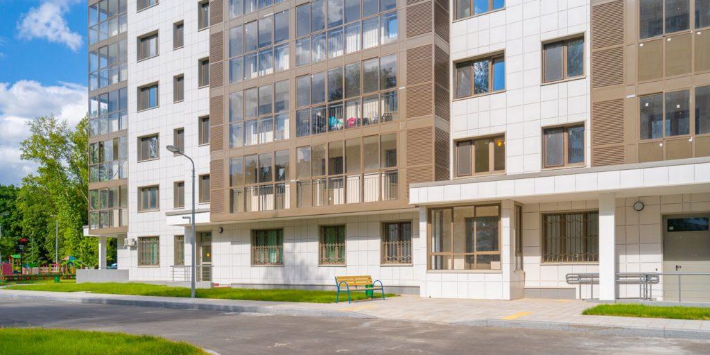 Программа реновации 90 процентов жителей домов на улице Яблочкова выбрали новые квартиры