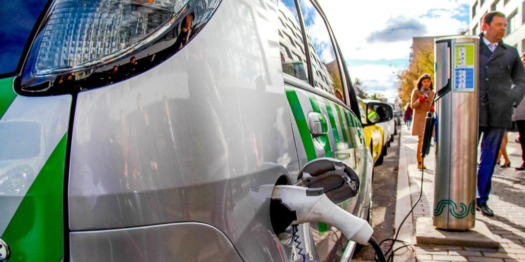 Около домов по программе реновации появятся зарядки для электромобилей